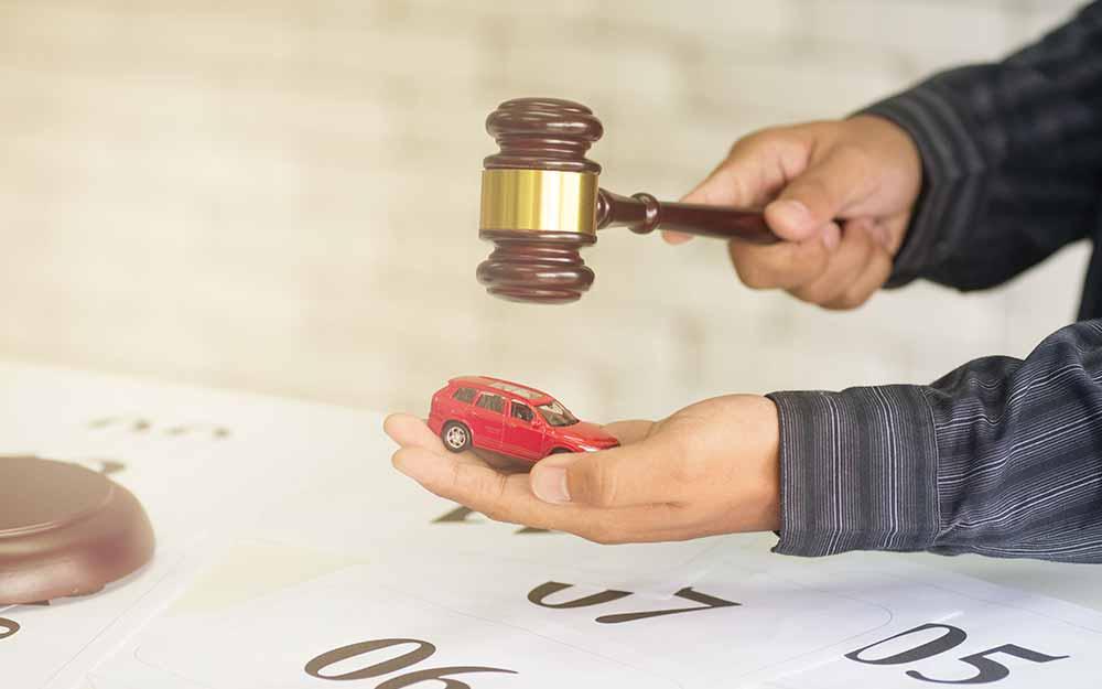 Pamiętaj, że współwłasność auta utrudnia egzekucję komorniczą